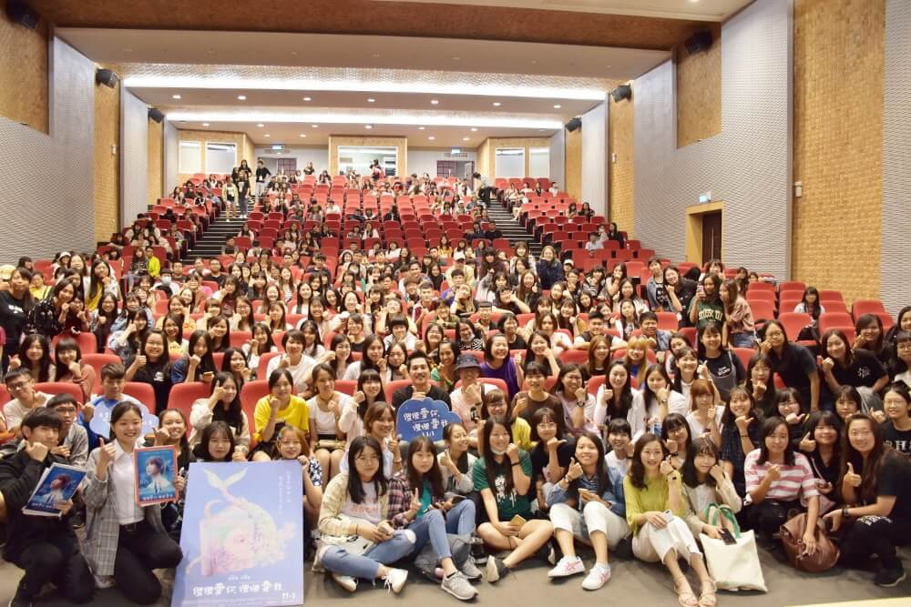 1-5.After watching A Fool In LOVE ,Love Like A Fool, students were eagerly interact with the director Lan Cheng-lung.